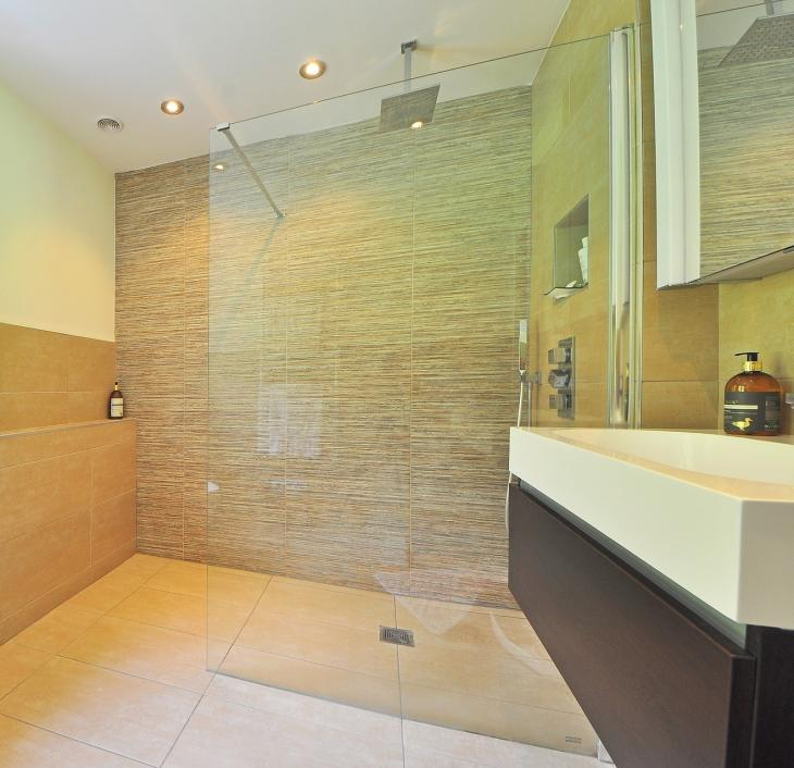 3 Hot Trends in Glass Shower Designs