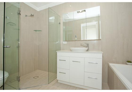 4 Ways to Customize Your Glass Shower Doors