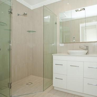 Differences between Framed and Frameless Shower Doors